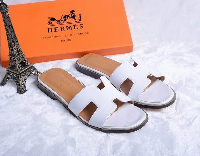 Hermes Patent leather oran sandal white