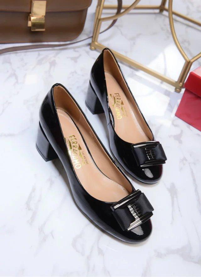 Salvatore Ferragamo Vara Low Heel Pumps black