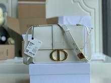 30 MONTAIGNE BAG Latte Box Calfskin